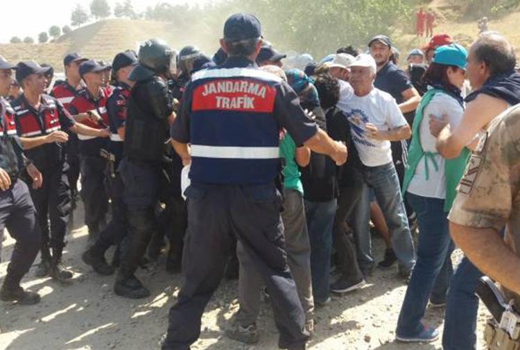 Manisa'da JES karşıtı nöbet eylemine jandarma müdahalesi: Çok sayıda  gözaltı var — Gazete Karınca