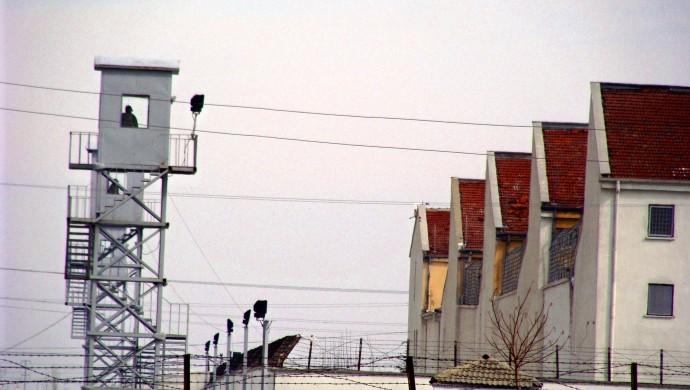İHD raporu: Yatış izni verilmeyen tutuklu yaşamını yitirdi