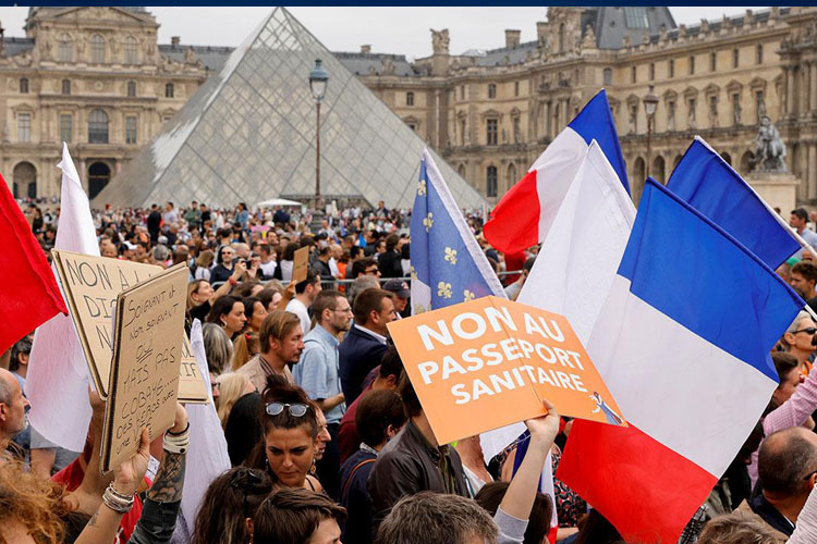 Fransa'da bazı meslek gruplarına aşı zorunluluğu geliyor