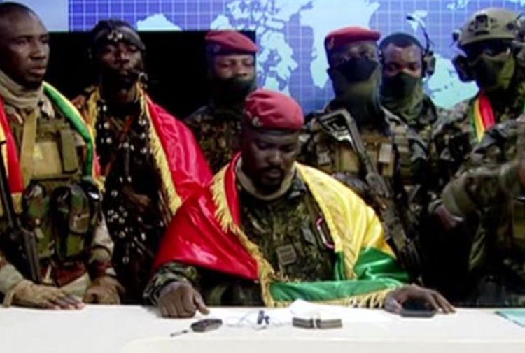 Gine'de darbe: Cumhurbaşkanına ev hapsi