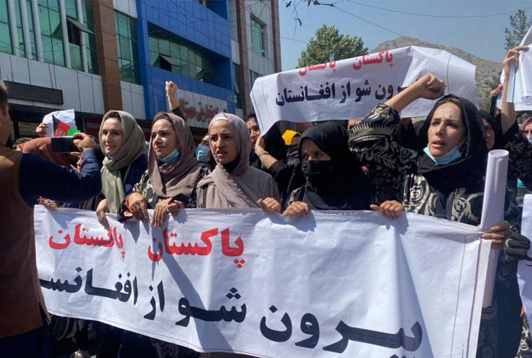 Kabil'de kadınlar Taliban ve Pakistan'a karşı ayakta