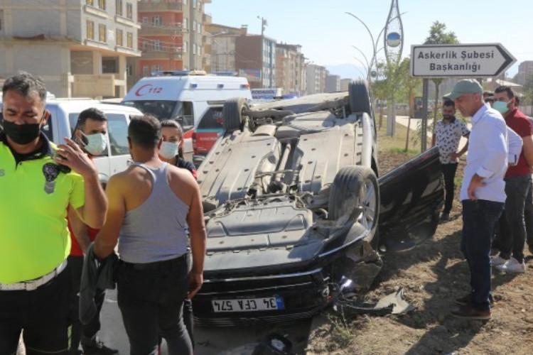 Askerlerin kapattığı yolda trafik kazası