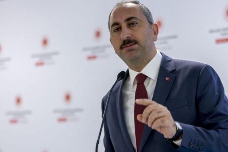 Adalet Bakanı Gül: Aklınızı kiraya vermeyin