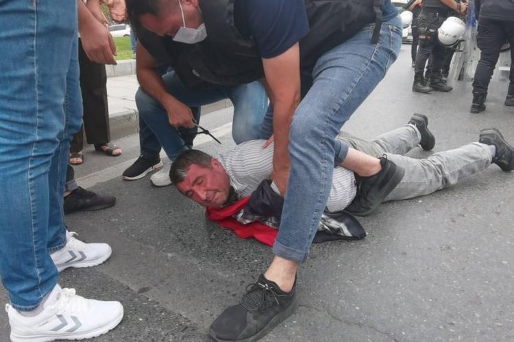 Şişli Belediyesi'nde işten çıkarılan işçilere polis müdahalesi