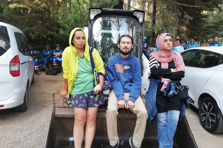 Validebağ'da direniş geri adım attırdı: Belediye döktüğü molozları geri topladı