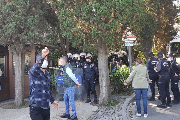 Polis, Boğaziçi Üniversitesi'ne girdi: Çadır söküldü, öğrenciler darp edildi