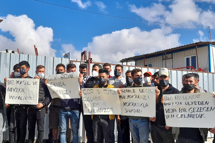 Polis baskınında gözaltına alınan üç atık kağıt işçisi tutuklandı