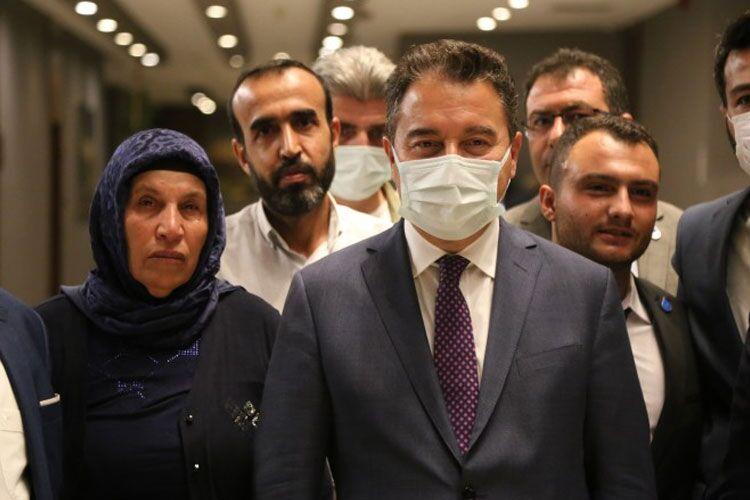 Babacan Şenyaşar ailesi ile görüştü: Mücadeleden başka yol yok